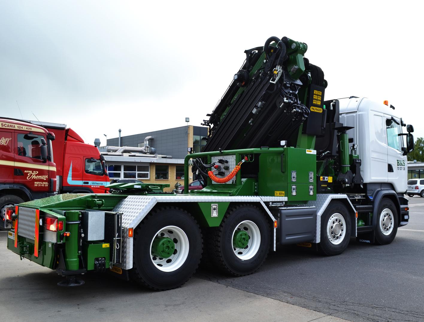 Vi er Palfinger forhandler og hjælper med at opbygge din lastbil med kran, hejs, tip eller hvad end du ønsker