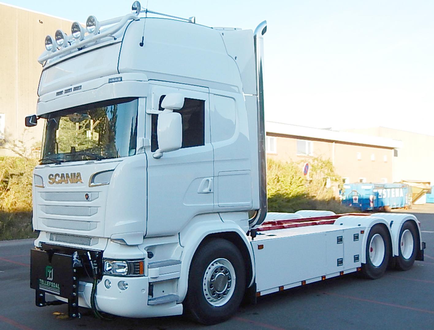 Scania opbygning med frontbeslag til vinterbekæmpelse