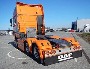 Vi opbygger din lastbil efter dit behov - dørk, g-streng, skørter, skabe, hydraulikanlæg, bagparti, kofanger, kængurugitter - ja, hvad end du ønsker.